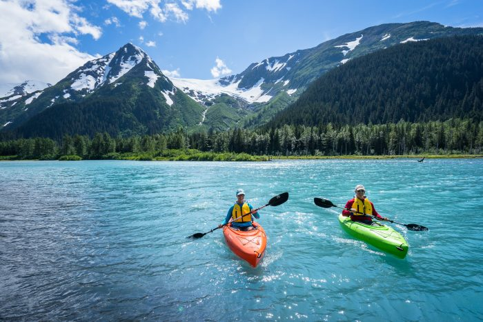 explorer-lake-couple-kayak-jodyo.photo