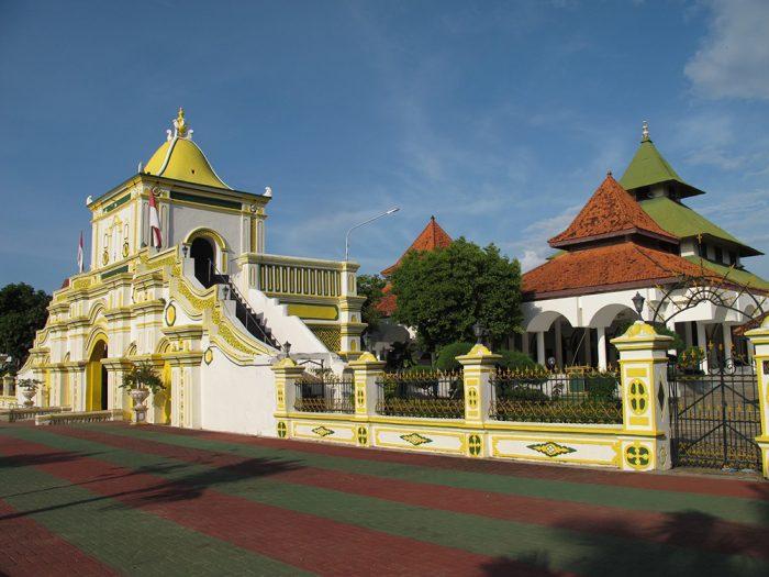 Sumenep-Grand-Mosque-2015