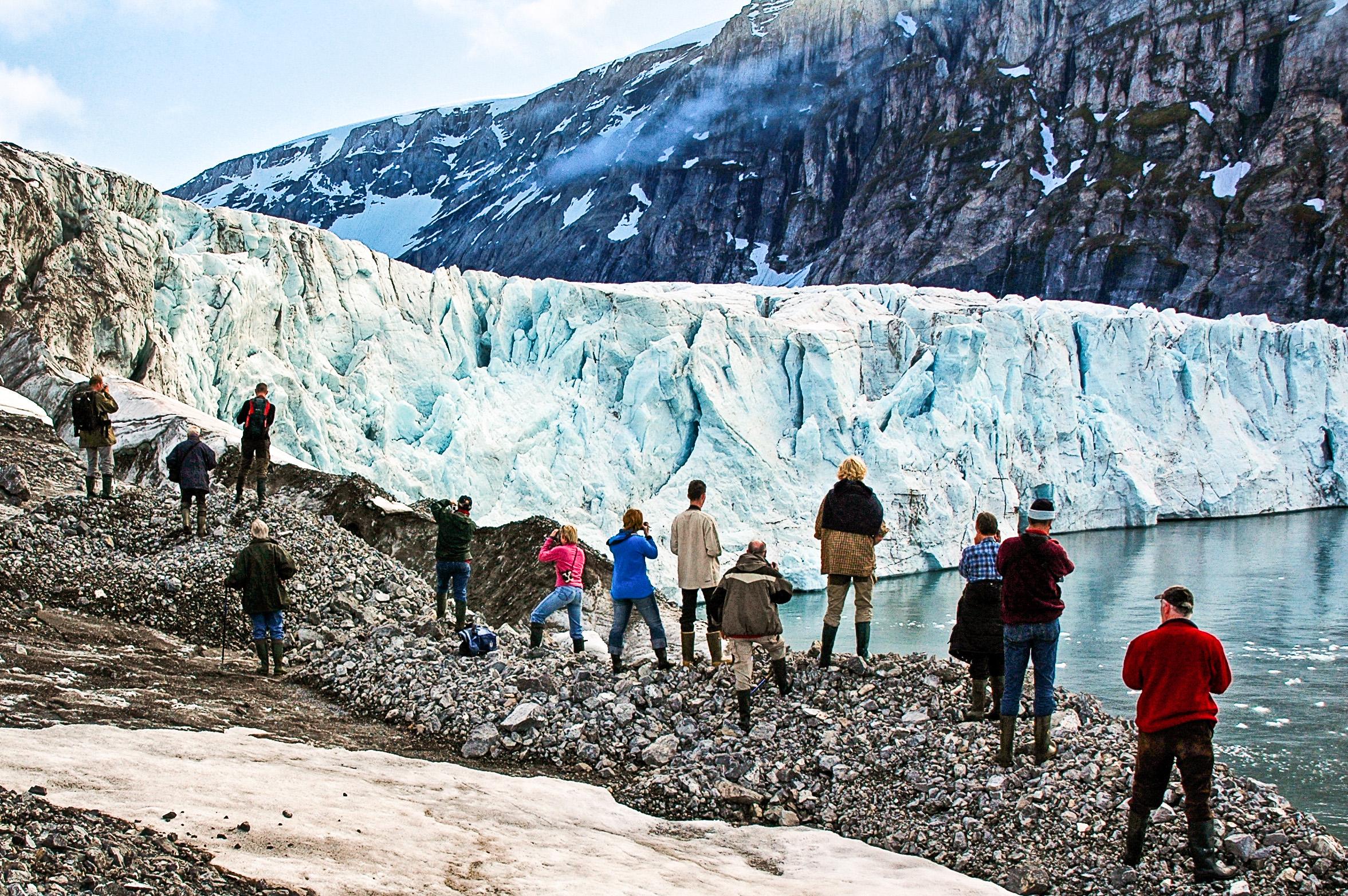 Norway, Svalbard, tourist, albatros group, people, glacier